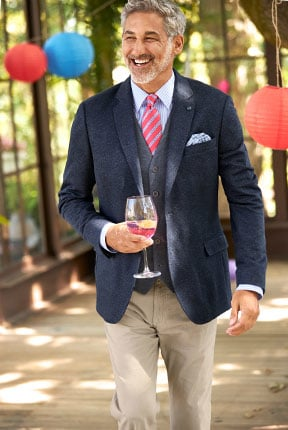 Trage ich das Freizeit-Sakko mit oder ohne Krawatte?   Walbusch